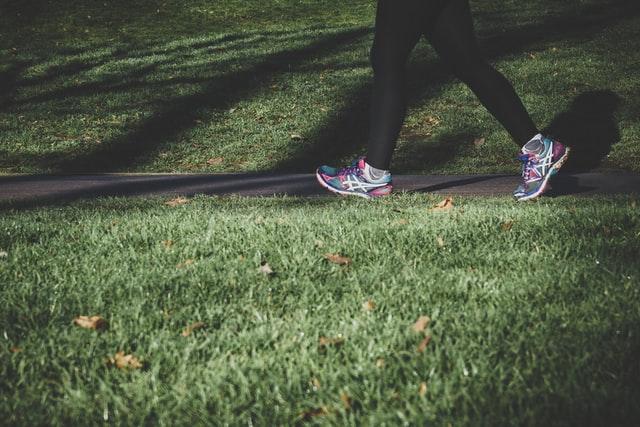 早歩きで歩くとトレーニング効果が上がる